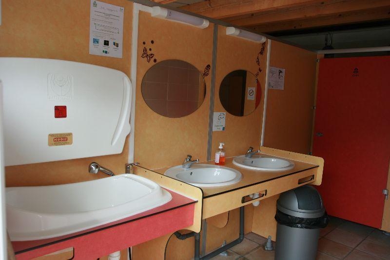 sanitaire du camping en savoie
