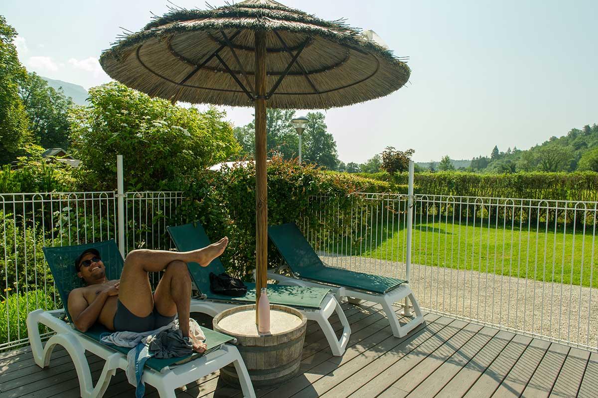 terrasse de la piscinedu camping