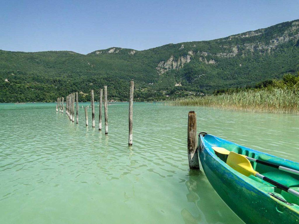 Canoë à la plage du Sougey - Lac d'Aiguebelette